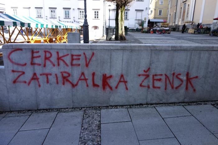 grafit_cerkev